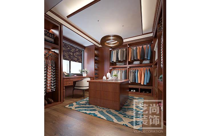 尚书苑4室2厅装修,卧室新中式效果图,主卧床头背景采用深色印花图片