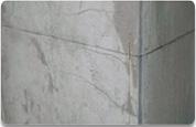 墙角呈现45度的裂缝